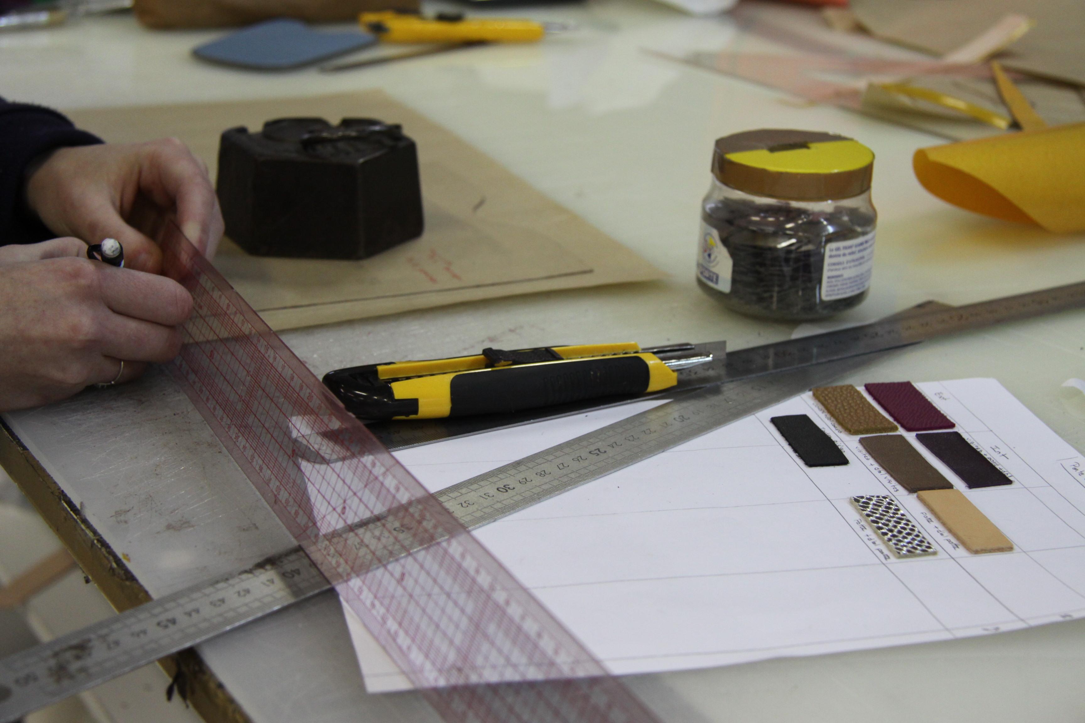 la manuf - La Manufacture du Cuir - préparation des gabarits